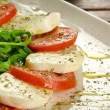 Caprese de mozzarela y tomate