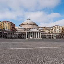 Plaza de Nápoles